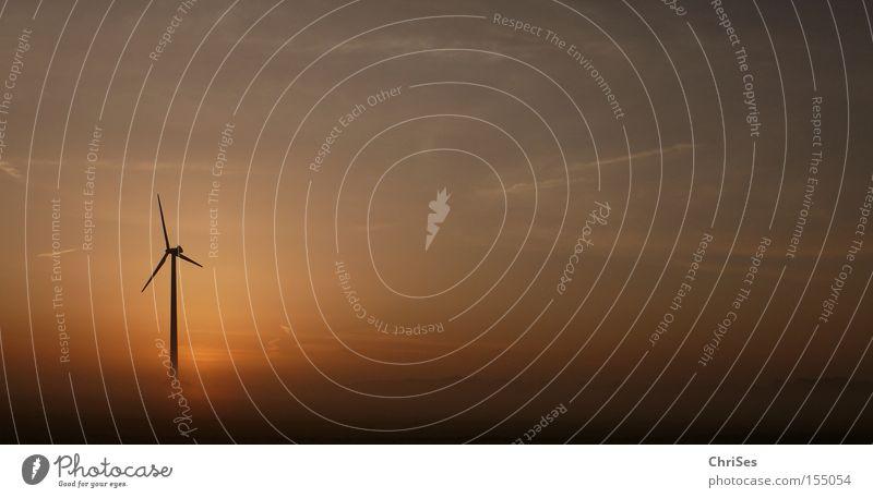 Morgens um 5.26 Windkraftanlage Nebel Sonnenaufgang Tragfläche Elektrizität Energie Erneuerbare Energie Triebwerke Horizont Sommer Industrie Himmel