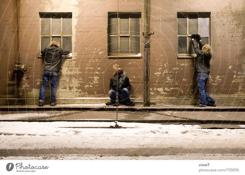 Körperschaft Mensch Mann Jugendliche Freude Erwachsene Haus Fenster Menschengruppe Freizeit & Hobby Nebel sitzen Fassade Ausflug maskulin Aktion Industrie