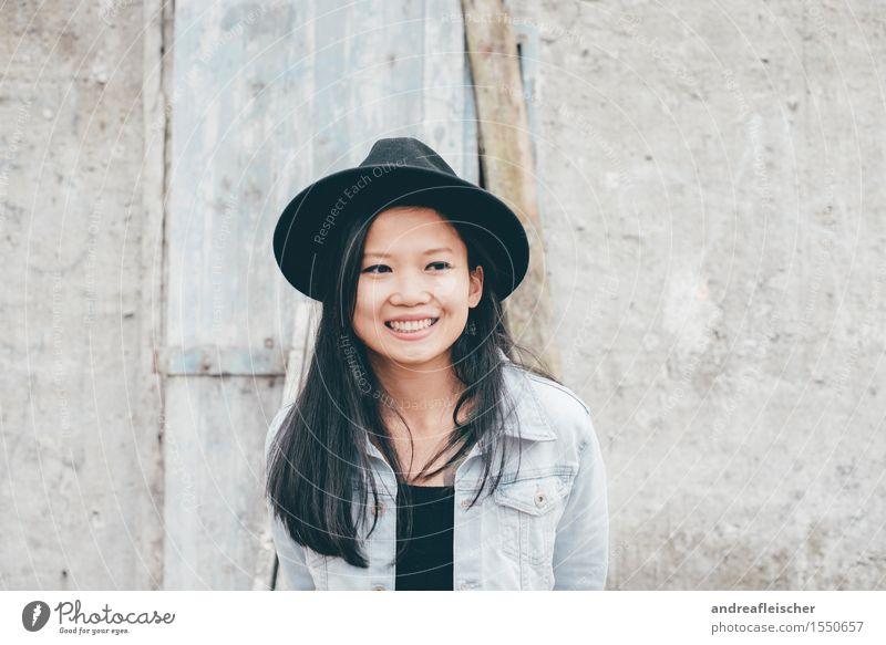 Peace 02 Mensch Jugendliche Junge Frau 18-30 Jahre Erwachsene Leben feminin lachen Glück Zufriedenheit 13-18 Jahre authentisch warten Lebensfreude Coolness
