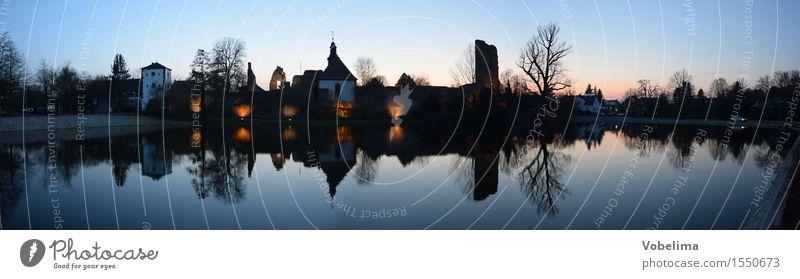 Burg Hayn in Dreieichenhain Kultur Seeufer Dorf Burg oder Schloss Ruine Sehenswürdigkeit Wahrzeichen blau braun gold grau rosa rot schwarz Farbfoto