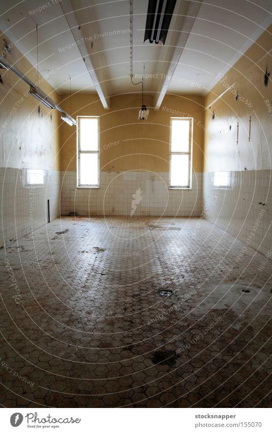 Verlassen aussetzen Raum Fliesen u. Kacheln industriell alt keimig Grunge verfallen dreckig gefärbt