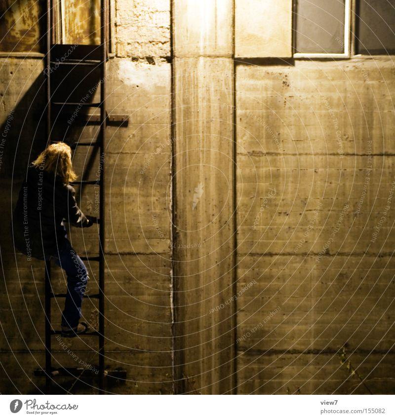 klettern Mann kalt gehen liegen Industrie Hafen Leiter Kran kommen aufsteigen Dieb Image Arbeiter Lager Krimineller wegfahren