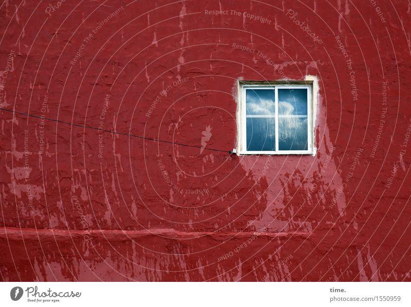 Schlagseite mit Hoffnungsschimmer Energiewirtschaft Kabel Wassertropfen Himmel Wolken Schönes Wetter Regen Mauer Wand Fenster historisch kaputt nass