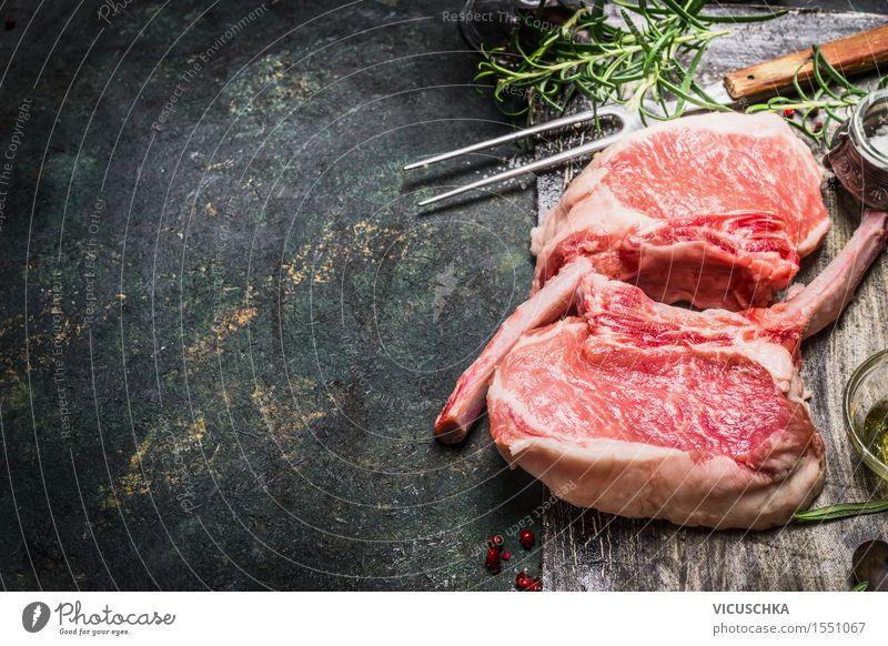 Schweinekoteletts für Grill. Porco Iberico Racks Lebensmittel Fleisch Kräuter & Gewürze Ernährung Abendessen Gabel Design Tisch Küche Restaurant rosa Stil