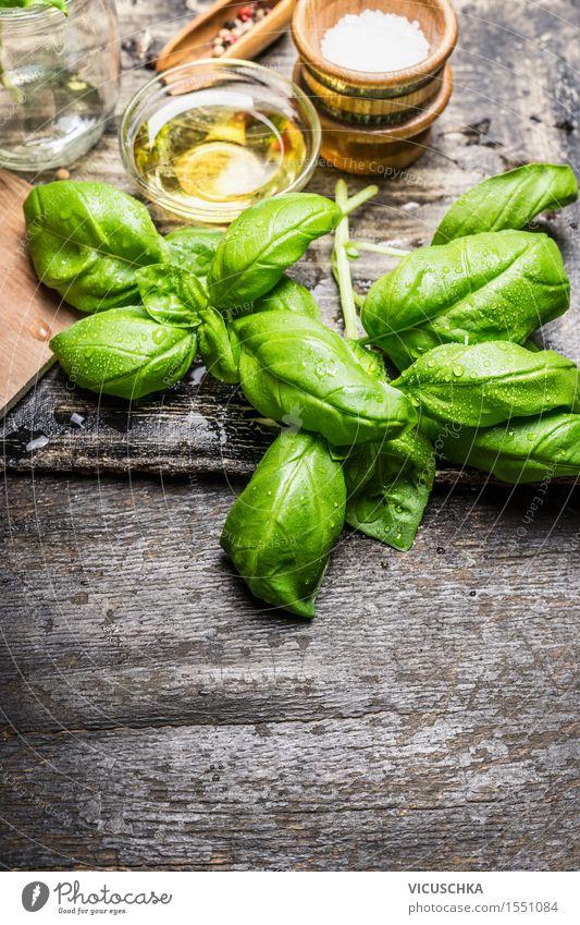 Frische Basilikumblätter mit Oliven Öl und Salz Natur grün Gesunde Ernährung gelb Leben Stil Hintergrundbild Lebensmittel Design Tisch Kochen & Garen & Backen