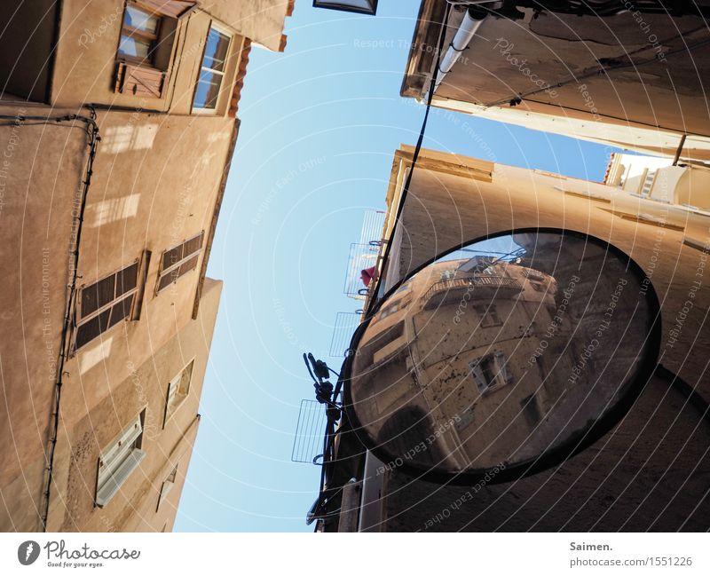 UrbanFrogArt II Altstadt Haus Mauer Wand Fassade schön Spiegel Italien Himmel hoch Fenster oben Linie Farbfoto mehrfarbig Außenaufnahme Menschenleer