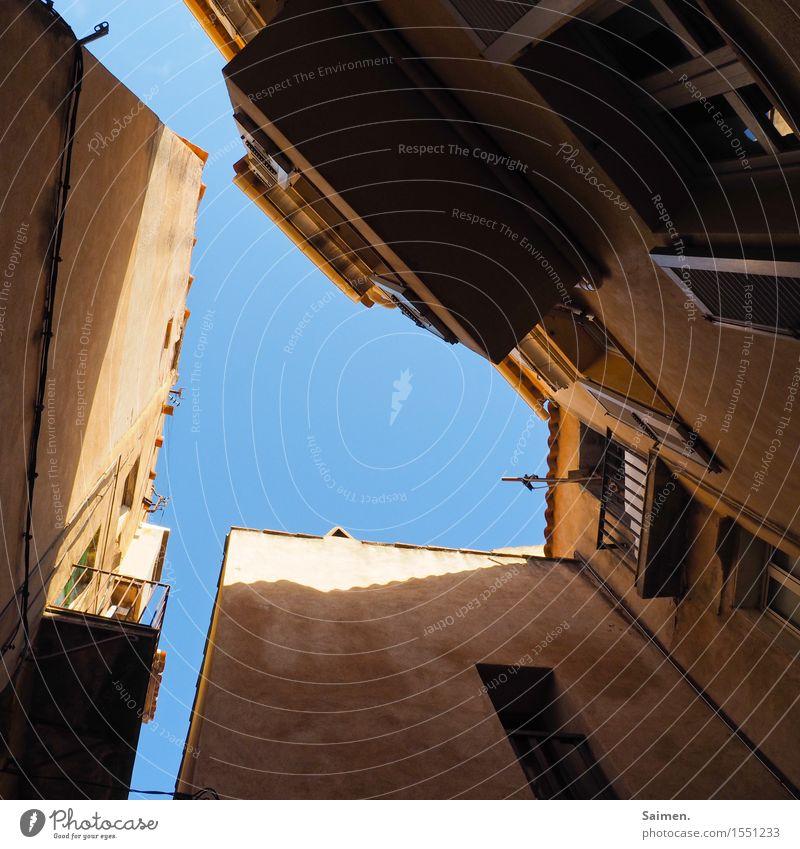 Hoffnung Stadt Haus Fenster Wand Mauer Fassade Idylle Altstadt Balkon Gesellschaft (Soziologie) Blauer Himmel