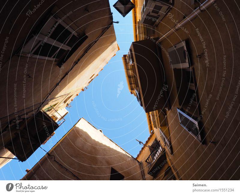 UrbanFrogArt III Altstadt Haus Mauer Wand Stadt Fenster Fensterladen Frankreich Korsika Strukturen & Formen Balkon Himmel Nachbar Farbfoto Außenaufnahme