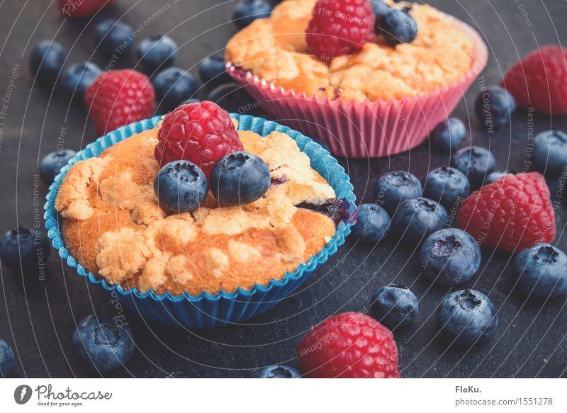 Streusel-Muffins mit einem Hauch von Beere Lebensmittel Frucht Teigwaren Backwaren Ernährung Kaffeetrinken Fingerfood frisch Gesundheit lecker süß blau gelb rot