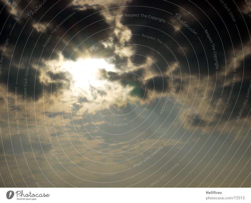 Das Ende naht Himmel Sonne Wolken dunkel hell