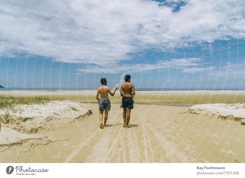 ° Mensch Himmel Ferien & Urlaub & Reisen Jugendliche Sommer Sonne Meer Junger Mann Landschaft Wolken Freude Ferne Strand 18-30 Jahre Erwachsene Wärme