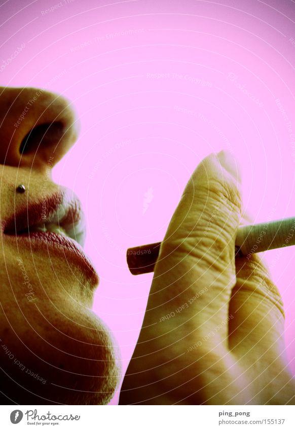 verrucht Detailaufnahme Frau Nase Mund Lippen Finger Piercing Zigarette rosa verrückt Achtziger Jahre Vamp Neigung