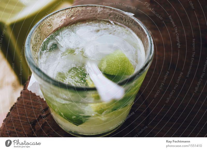 ° Getränk Alkohol Spirituosen Longdrink Cocktail Caipirinha Glas Lifestyle Freude Ferien & Urlaub & Reisen Tourismus Sommer Sommerurlaub Bar Cocktailbar
