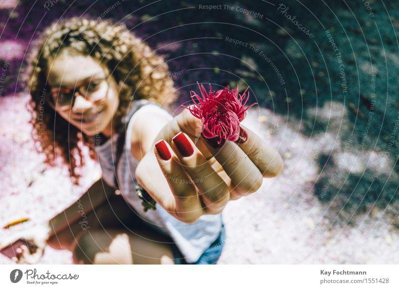 ° schön Gesundheit Ausflug Freiheit Sommer Sommerurlaub Sonne Mensch feminin Junge Frau Jugendliche Leben Finger Fingernagel 1 18-30 Jahre Erwachsene Pflanze