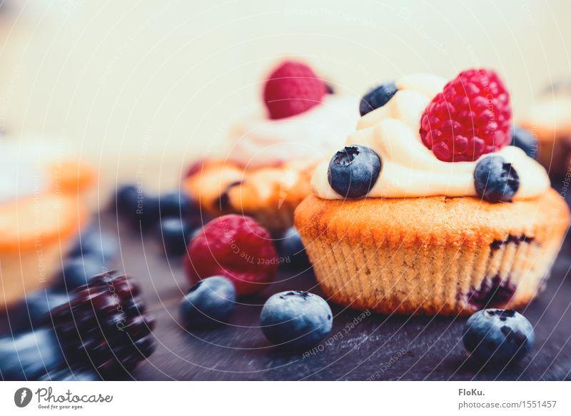 Lensbaby Cupcake Lebensmittel Frucht Ernährung süß lecker Bioprodukte Kuchen Dessert Beeren Backwaren Sahne Teigwaren ungesund Blaubeeren Muffin Kalorie