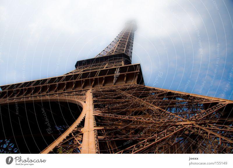 Pisa? alt Denkmal Tour d'Eiffel Frankreich Himmel historisch Paris Perspektive Wahrzeichen Wolken alexandre gustave eiffel fraktal Baugerüst Turm weltaustellung