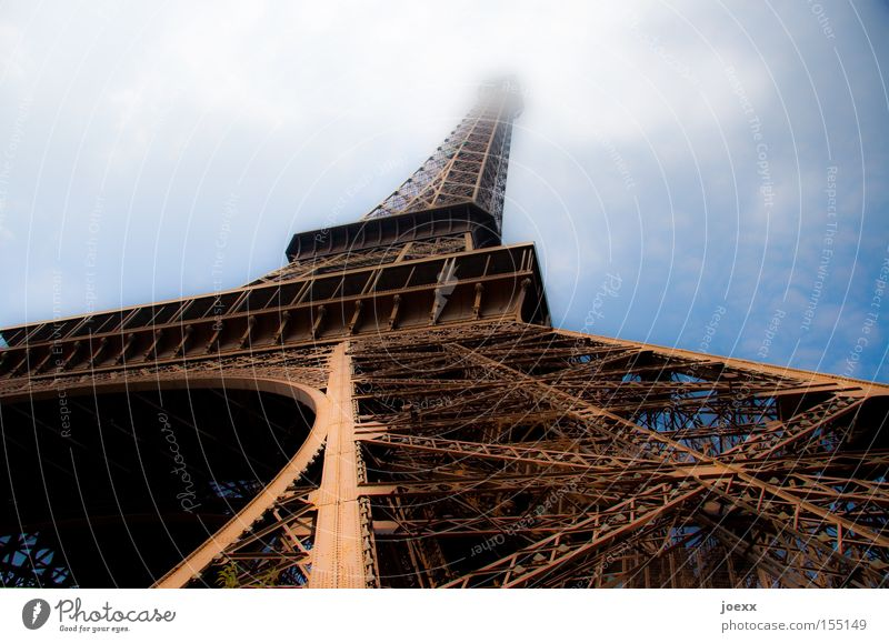 Pisa? alt Himmel Wolken Perspektive Turm Paris Denkmal Frankreich historisch Wahrzeichen Baugerüst Tour d'Eiffel