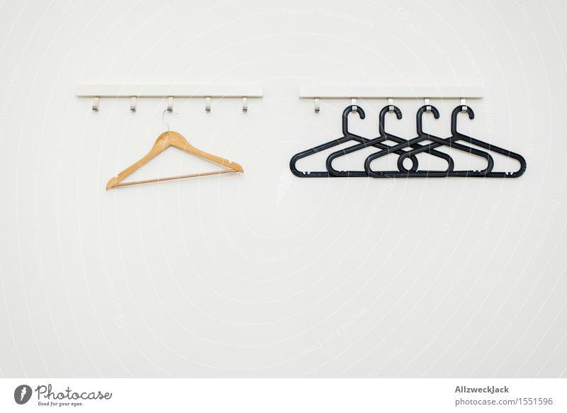 Anders weiß Einsamkeit Design Häusliches Leben ästhetisch einzigartig Symbole & Metaphern Zusammenhalt Partnerschaft exotisch Ausgrenzung Symmetrie Kleiderbügel