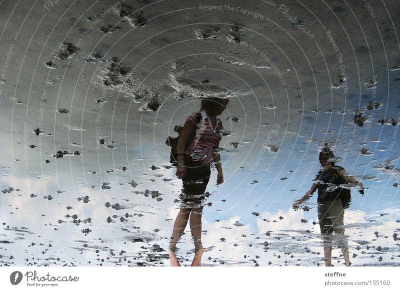 Watt'n hier los? Reflexion & Spiegelung Wattenmeer Meer Nordsee wandern Spaziergang Frau Wattwürmer Sommer Ferien & Urlaub & Reisen Ebbe Gezeiten