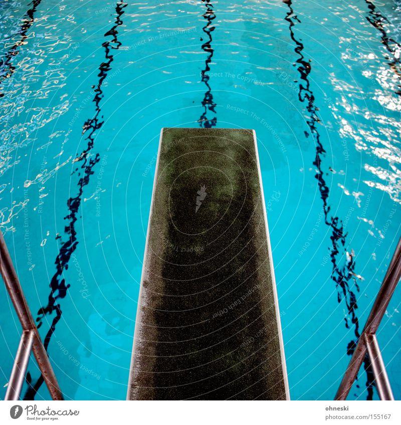 Anlauf nehmen! Wasser blau Sport springen Spielen 3 Schwimmbad Schwimmsport Wassersport Symbole & Metaphern Salto Freibad