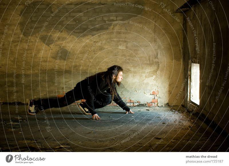 SCHLEICHEKATZE Mann schön schwarz Einsamkeit dunkel Katze Raum Beton verfallen geheimnisvoll Loch Örtlichkeit Lichtschein schleichen