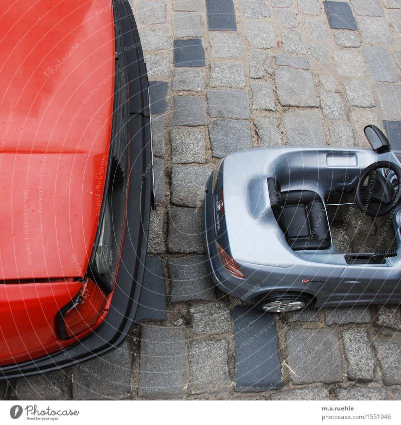 size doesn't matter, here I am Lifestyle Stil Verkehr Verkehrsmittel Autofahren Straße Fahrzeug PKW Cabrio Lebensfreude Kindheit Spielzeugauto Größenunterschied