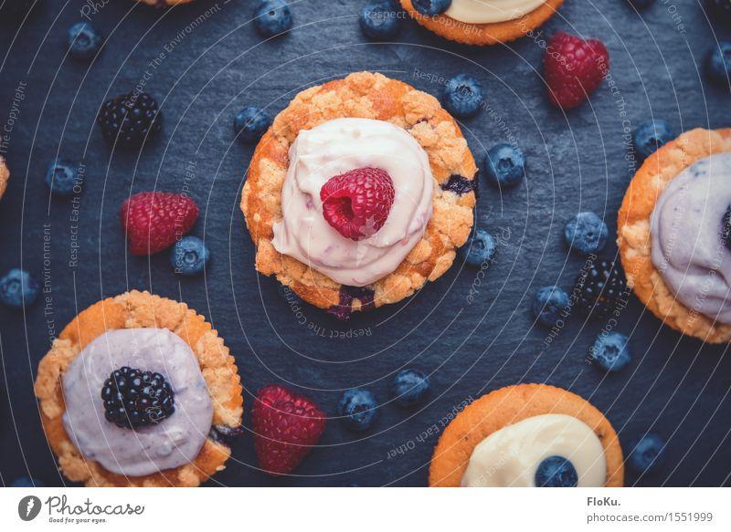 Cupcakes Lebensmittel Frucht Teigwaren Backwaren Kuchen Dessert Süßwaren Ernährung Kaffeetrinken Vegetarische Ernährung Fingerfood lecker süß blau gelb rot