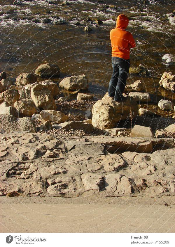Gedankenversunken Mensch Jugendliche Wasser ruhig Einsamkeit gelb Stein Denken braun orange warten Erwachsene maskulin Beton Beginn Fluss