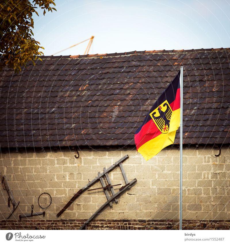 dorfdeutsch Wolkenloser Himmel Baum Deutschland Deutsche Flagge Dorf Haus Gebäude Mauer Wand Dach Dekoration & Verzierung Zeichen Bundesadler Fahne leuchten alt