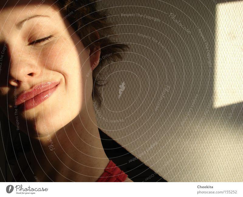 sonnenkuss Sonne Sommer Gesicht lachen Beleuchtung Zufriedenheit geschlossen Küssen genießen harmonisch
