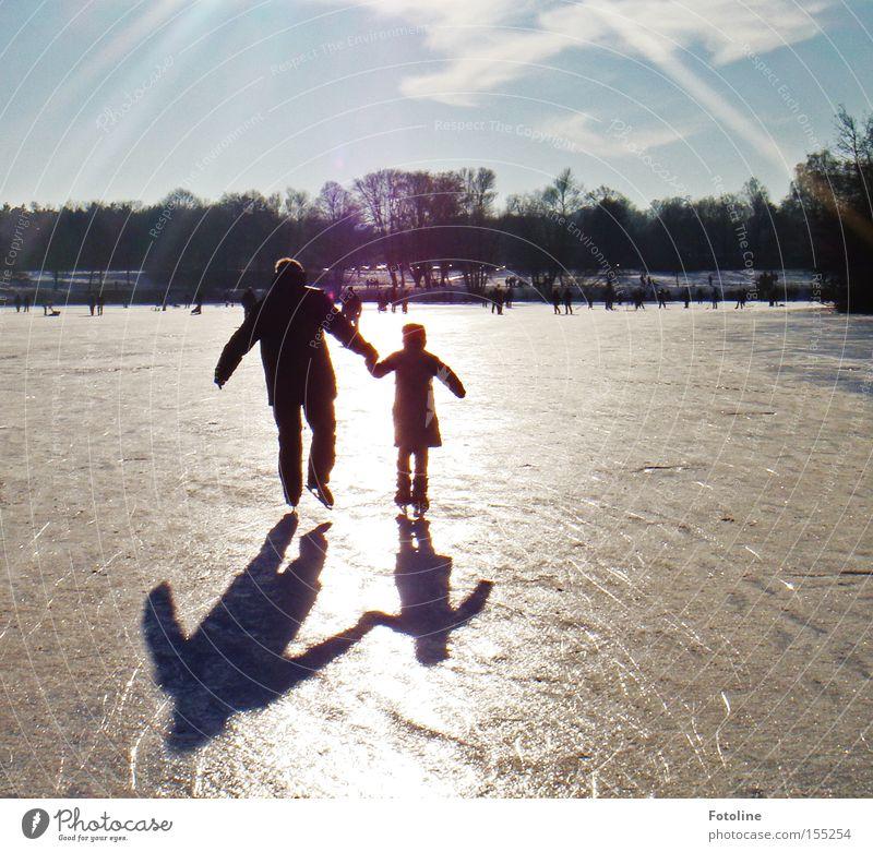 Schillerteich Winter Schlittschuhe Eis See Teich Sonne Himmel Schlittschuhlaufen Schatten Baum Wintertag Wintersport Luft Spielen