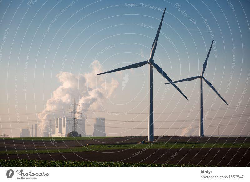 Die Alternativen zur Braunkohle, Windenergie. Windräder und Kohlekraftwerk Energiewirtschaft Erneuerbare Energie Windkraftanlage Wolkenloser Himmel Klimawandel