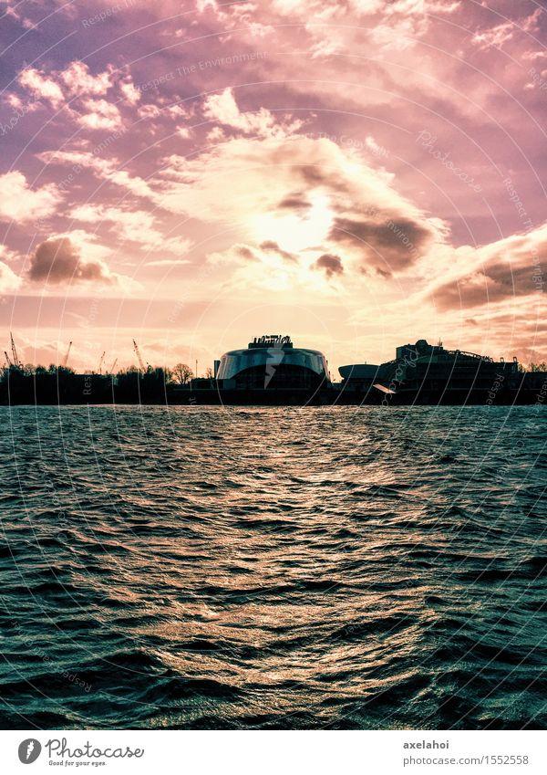 Hamburg Landungsbrücken Musical-Romantik im Sonnenuntergang Wasser Wolken Liebe Gefühle Glück Stimmung Freundschaft Zufriedenheit Erfolg Lebensfreude
