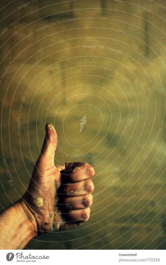 Thumbs up! Hand Freude Farbe Wand Farbstoff dreckig klein Finger Ziffern & Zahlen Backstein Tiefenschärfe Daumen gestikulieren Zeigefinger Mittelfinger
