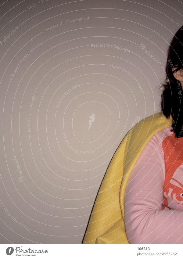Fotonummer 109958 Hälfte rosa Ferkel Umhang Mönchskutte Decke Heroismus Mut Anschnitt Mensch Frau aufgeschnitten Innenaufnahme Körperhaltung verschränken