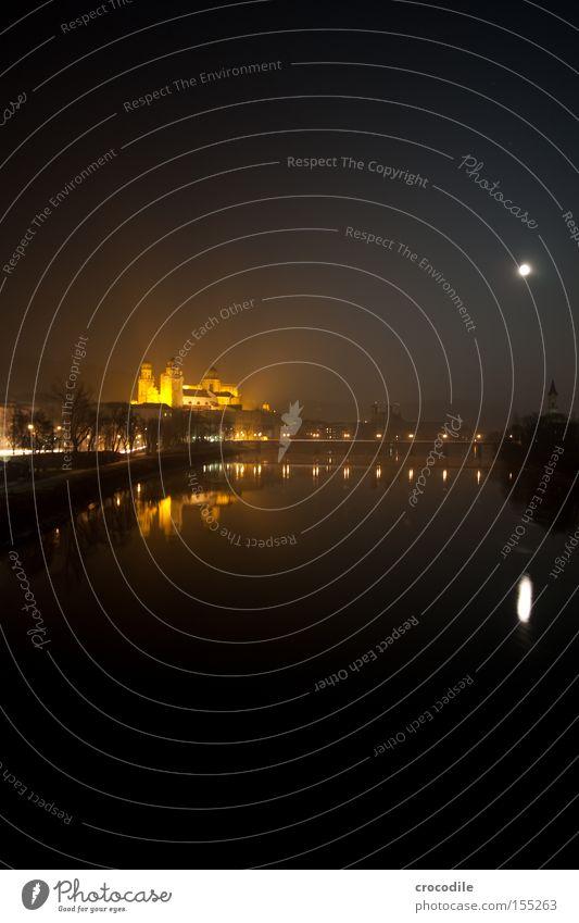 Innside Passau Donau Brücke Mond Dom Kirche Beleuchtung Fluss Nacht dunkel Gotteshäuser Langzeitbelichtung Frieden