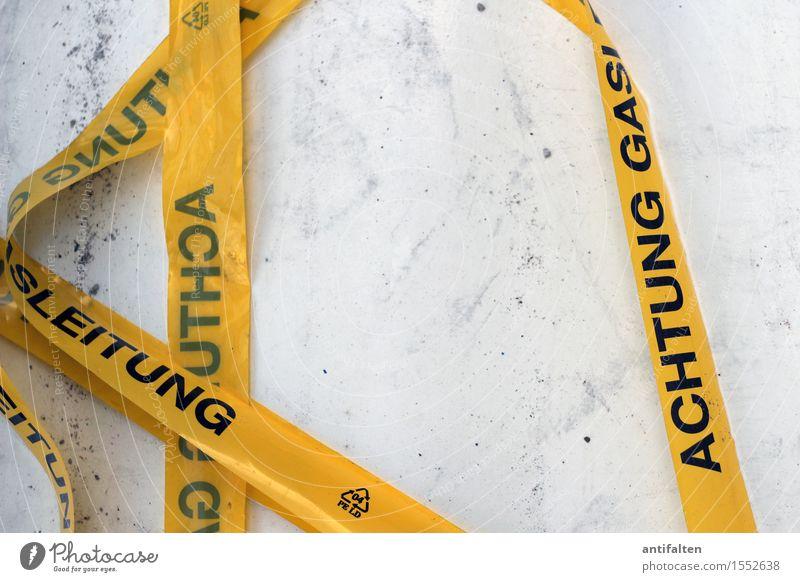 schwarzsehen | immer schön aufpassen Arbeit & Erwerbstätigkeit Beruf Handwerker Arbeitsplatz Baustelle Barriere Kunststoff Zeichen Schriftzeichen