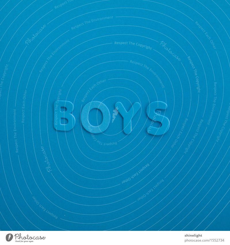boys Junge Junger Mann Jugendliche Schriftzeichen blau Freundschaft Boys Farbfoto Textfreiraum oben Textfreiraum unten