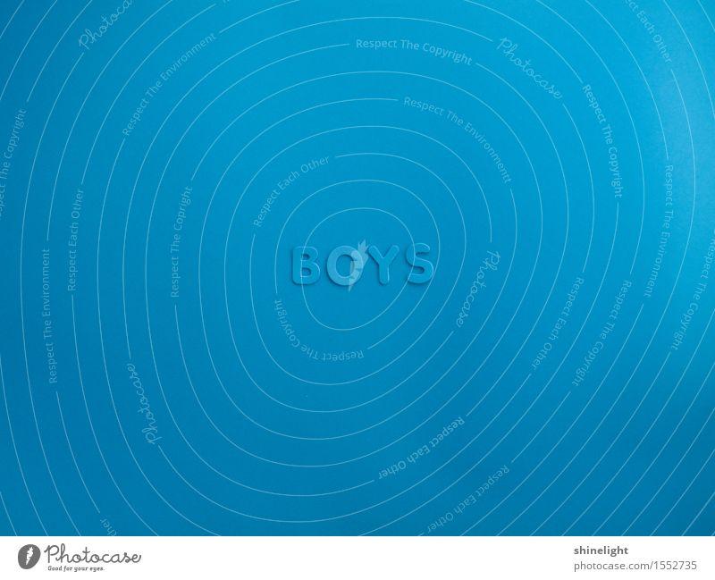 boys Junge Junger Mann Jugendliche Schriftzeichen blau Freundschaft Boy Boys Farbfoto Textfreiraum links Textfreiraum rechts Textfreiraum oben