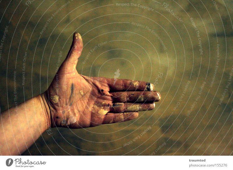 Spickzettel. Leicht vergilbt... Hand Daumen Finger gestikulieren dreckig Farbe Farbstoff Wand Tiefenschärfe Backstein Mittelfinger Ringfinger Zeigefinger 5