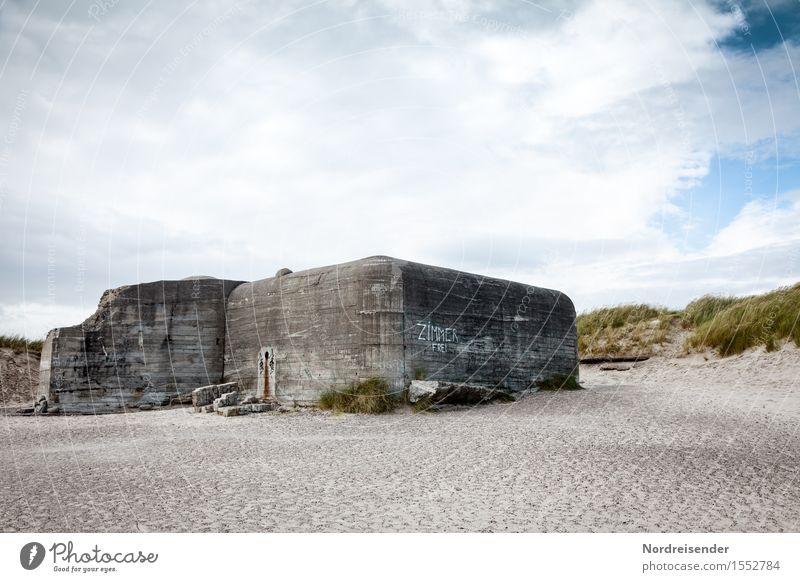 Rabenschwarzer Humor Tourismus Umwelt Landschaft Himmel Wolken Sommer Schönes Wetter Küste Strand Nordsee Meer Ruine Bauwerk Architektur Mauer Wand Beton