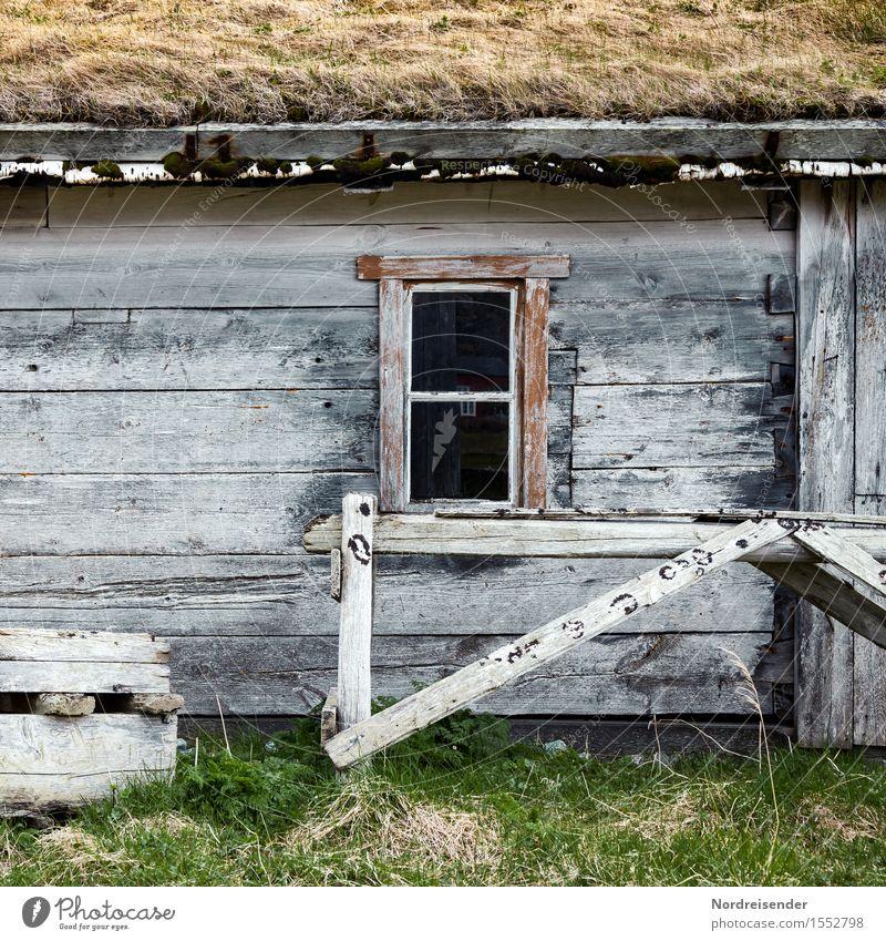 Fischerhütte Einsamkeit Haus Fenster Wand Gras Gebäude Holz Mauer Zeit Fassade Häusliches Leben authentisch einzigartig Bauwerk Dorf Hütte