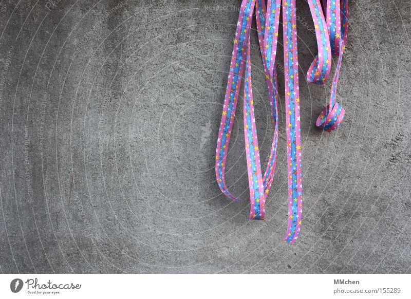 It`s Partytime! blau Freude Party Feste & Feiern Geburtstag Beton Papier Stern (Symbol) violett Dekoration & Verzierung Karneval Einladung Kindergeburtstag Luftschlangen Betonwand Rosenmontag