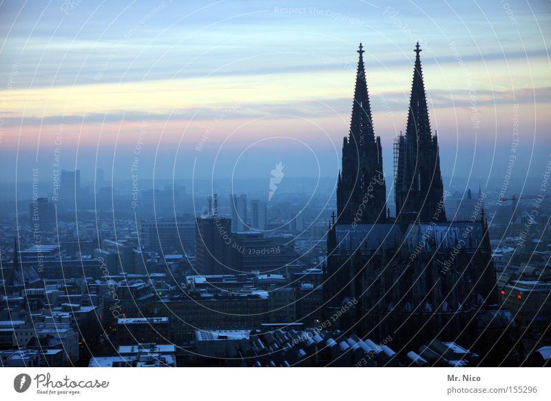 Heimatserie (2) Himmel Horizont Klima Nebel Stadt Stadtzentrum Dom Bauwerk Wahrzeichen Denkmal blau Köln Kölner Dom Sonnenuntergang Gotteshäuser Kathedrale Smog