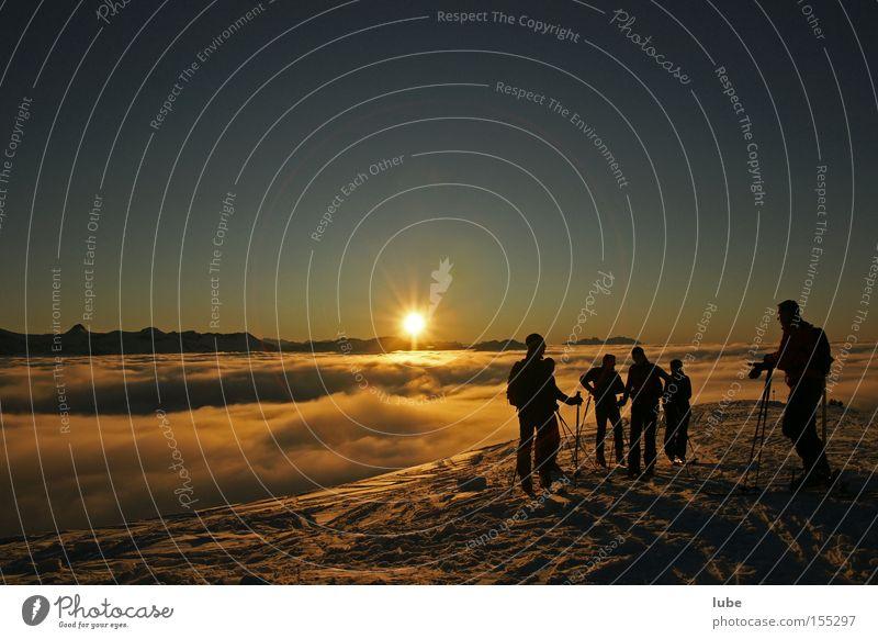 Tourengeher Sonne Winter Wolken Berge u. Gebirge wandern Klettern Skifahren Tourismus Sonnenuntergang Skier Wintersport Schönes Wetter Ferien & Urlaub & Reisen
