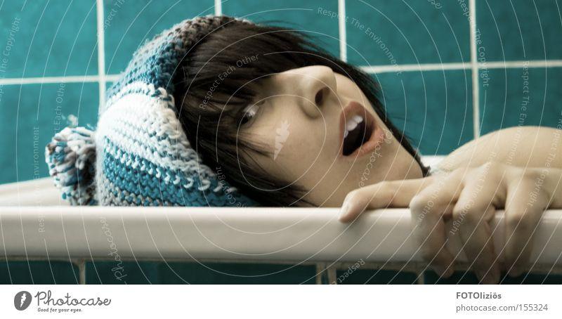 Badewannenaktion Frau blau Hand Erwachsene Gesicht Bad Mütze Fliesen u. Kacheln türkis ertrinken
