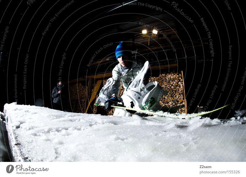 builder | sour cream and onion Mann Schnee Stil Holz Arbeit & Erwerbstätigkeit Aktion Bank bauen Snowboard Wintersport Freestyle Vorbereitung Snowboarder Sport