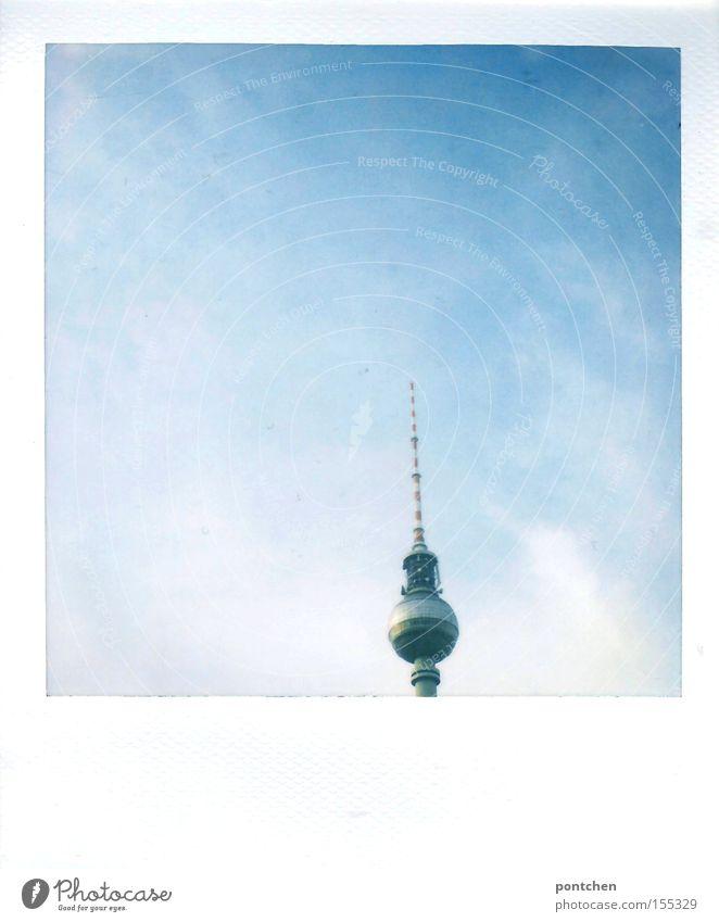 da ist er ja Himmel blau Ferien & Urlaub & Reisen Berlin Architektur hoch groß Tourismus Turm Spitze Denkmal Wahrzeichen Polaroid Tourist Sehenswürdigkeit