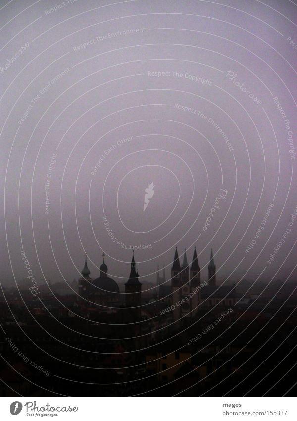Wolkenkratzer II Stadt Würzburg Turm Nebel trüb dunkel trist Herbst Kirchturm Kirche Skyline Gotteshäuser Himmel grau in grau