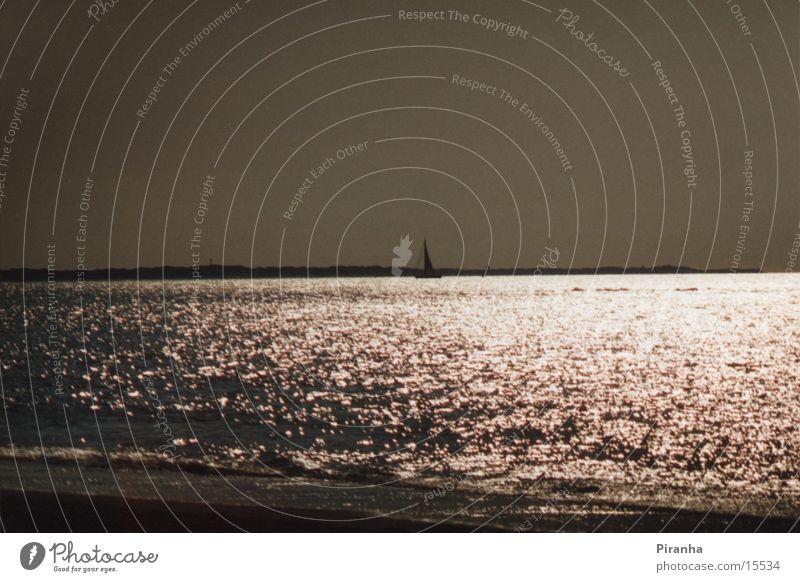 Loneliness I Sonne Meer Strand Wellen Segelschiff